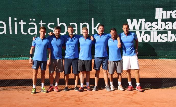 Herren 30 von BW Wiesbaden feiern Aufstieg